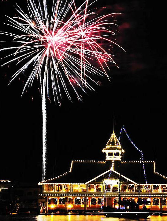 Newport Beach Boat Parade & Holiday